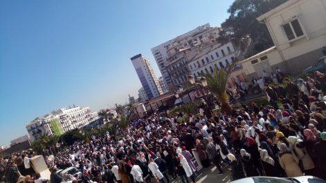 """Les médecins résidents annoncent un """"Sit-in aux couleurs nationales"""" dimanche à Alger"""