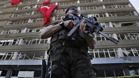 Turquie : 573 arrestations pour des critiques contre l'offensive en Syrie
