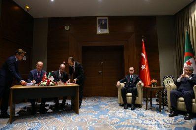 Alger et Ankara signent 7 accords de coopération