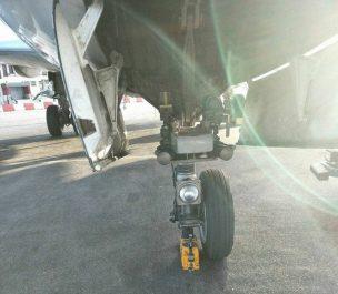 En photos- Un avion d'Air Algérie atterrit avec une roue en moins