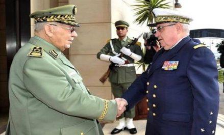Gaïd Salah reçoit le chef d'Etat-Major particulier du président français