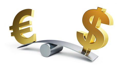 Le dollar chute à son plus bas niveau en trois ans