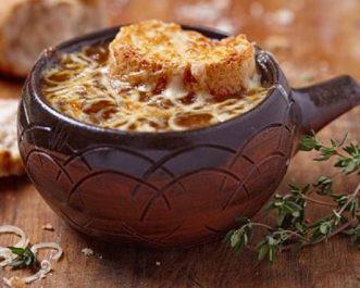Soupe de légumes au pain et au gruyère
