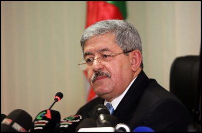Ouyahia : l'Algérie est toujours maîtresse de ses décisions politiques en dépit de l'effondrement des prix du pétrole
