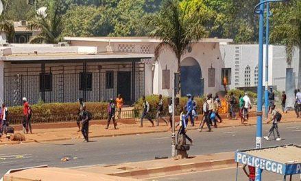 L'Ambassade de l'Algérie au Mali attaquée lundi par un groupe de manifestants