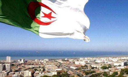 Le président Bouteflika appelle tout un chacun à contribuer au mouvement démocratique pluraliste dans le pays