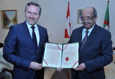 Messahel remet à son homologue danois une copie du Traité de paix entre les deux pays