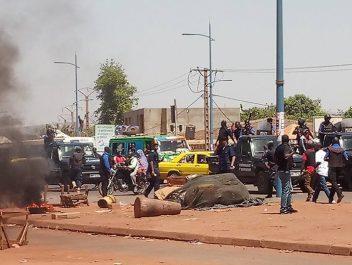 Manifestations devant l'ambassade d'Algérie au Mali : Les expulsés saccagent et mettent le feu