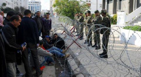 Les chômeurs contre un choix dur : En Tunisie, la mine, l'émigration ou «la mort»
