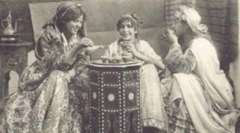 Jeu féminin ancestral de citadinité: L'emblématique Boqala revisitée à Bouira