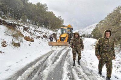 Intervention de détachements de l'ANP pour l'ouverture de routes bloquées par la neige (MDN)