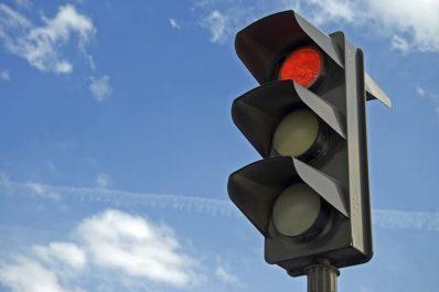 Lancement du projet de système de régulation du trafic routier et des feux tricolores intelligents à Alger