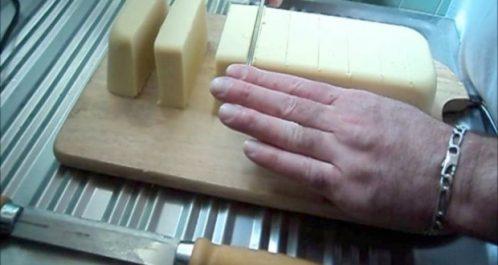 Tizi Ouzou : Formation sur la production de savon artisanal à base d'huile d'olive à Bouzguène