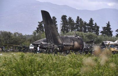 Dix jours aprés le crash de Boufarik L'Algérie continue d'enterrer les victimes