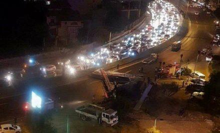 Chute d'un panneau publicitaire sur l'autoroute : une personne succombe à ses blessures