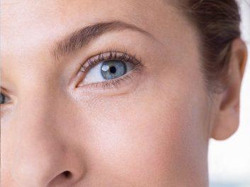 Contour des yeux : Le masque anti-yeux gonflés