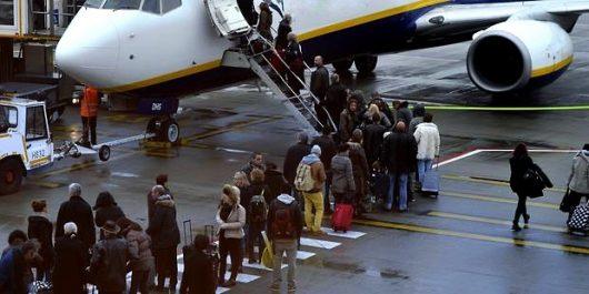 Des passagers debout à bord d'Air Algérie !