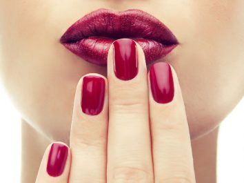 Mettre trop souvent du vernis abîme-t-il les ongles ?