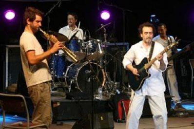 A l'initiative de l'institut Français : Cheikh Sidi Bémol enflamme le théâtre de Constantine
