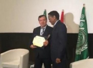 Le DG de la Radio algérienne reçoit le 1er Prix du concours des échanges des programmes radiophoniques
