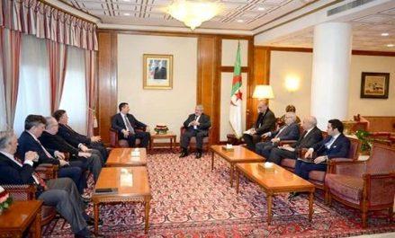 Ouyahia reçoit une délégation de membres du Congrès américain