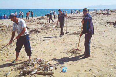 Nettoiement des plages : 815 sacs de déchets plastiques acheminés vers le CET par K. Assia