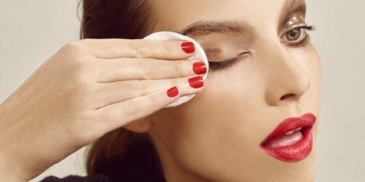 Soins démaquillants des yeux : Le bon geste démaquillage