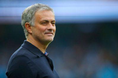 Man Utd : Mourinho félicite City