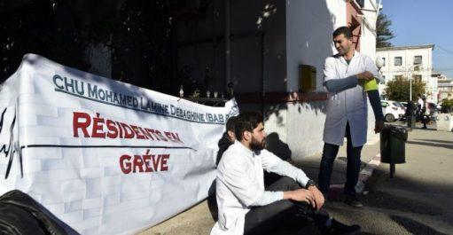 Conflit des médecins résidents : Le service civil, réduit à 2 années