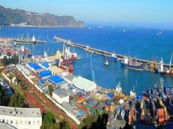 Port de Skikda : saisie de denrées alimentaires interdites à l'importation et de 5 véhicules