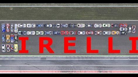 Insolite : 41 voitures et 22.000 CV pour recréer le logo de Pirelli
