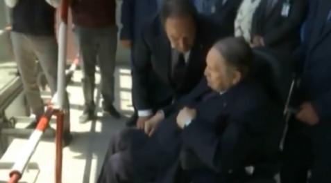 Le président Bouteflika inspecte les travaux d'avancement de la Grande Mosquée d'Alger