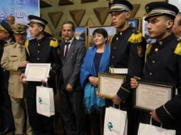 Gaïd Salah félicite l'Ecole des Cadets de la Nation de Sétif vainqueur de la Compétition «Inter-Lycées»