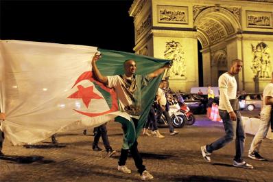 Ils appellent à détruire les passerelles entre l'Algérie et sa communauté en France!