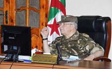 Gaïd Salah en visite de travail à la 6ème Région militaire à Tamanrasset
