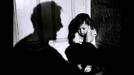 Biskra: Un père tue sa femme enceinte et sa petite fille !