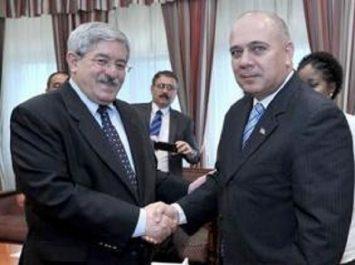 Ouyahia reçoit le ministre cubain de la Santé publique