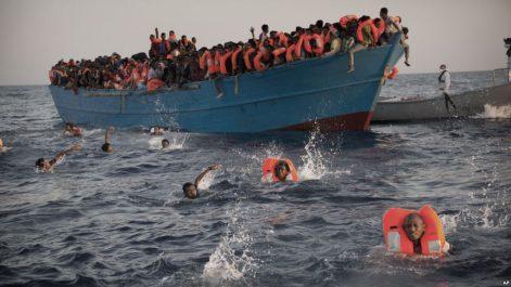 Près de 700 migrants secourus au large de la Libye en deux jours
