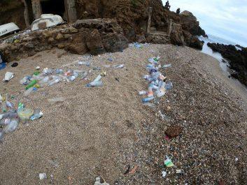 Colère de la bled-trotteuse Ihcène après son retour à la plage de Rais Hamidou