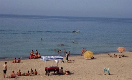 Les plages de Zéralda accueillent les 1ers estivants de la saison 2018