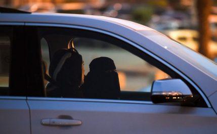 Arabie saoudite : les autorités commencent à délivrer des permis de conduire à des femmes