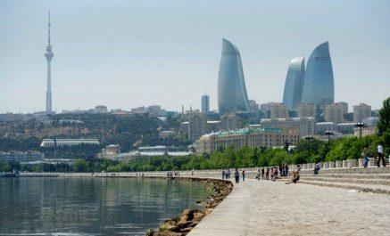 Louh visite la Cour de justice électronique dans la capitale d'Azerbaïdjan