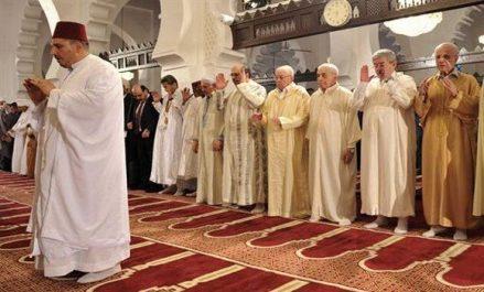 Bensalah, Ouyahia et Bouhadja accomplissent la prière de l'Aïd el Fitr à la Grande Mosquée d'Alger