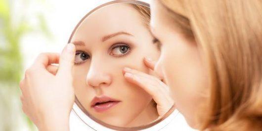 Exercice de gymnastique faciale pour les yeux