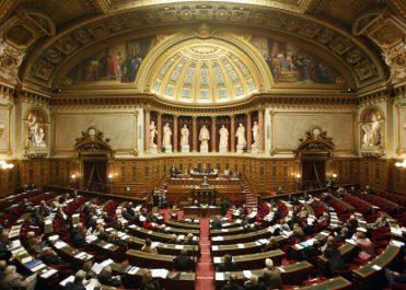 Paris compte durcir les conditions de regroupement familial