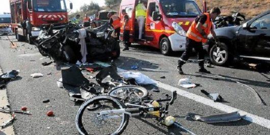 Belgique: une voiture fonce dans une course cycliste