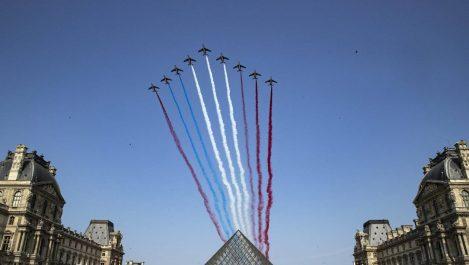 Vidéo – Défilé du 14 Juillet en France : La patrouille française cumule les bourdes !