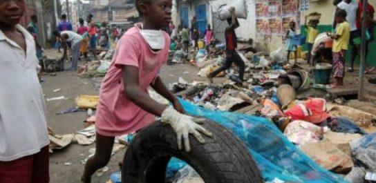 Sierra Leone : les citoyens obligés de nettoyer les rues
