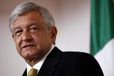 """Lopez Obrador : """"Personne ne menacera le Mexique avec un mur"""""""