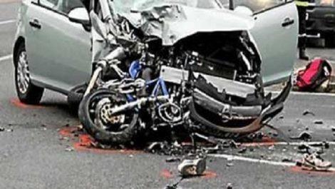 Un autre accident mortel à Guelma: Une voiture percute une moto, deux morts sur le coup
